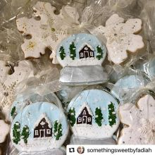 We're starting to get into the holiday spirit, and it really doesn't get much more festive than these snow globe sugar cookies!< > Find @somethingsweetbyfadiah at the #farmersmarket today (and every Saturday until Dec 22) from 9am-1pm. < >#Repost @s